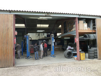 centre montage de pneus VILLEGOUGE