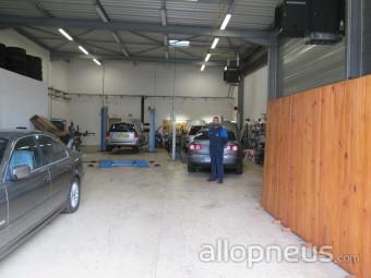 Pneu pinal garage auto leo centre de montage allopneus for Garage montage pneu